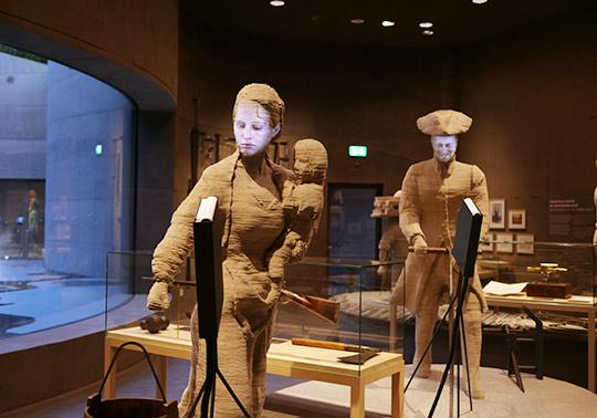 Boerin character waterlinie Museum, sculptuur, geit,